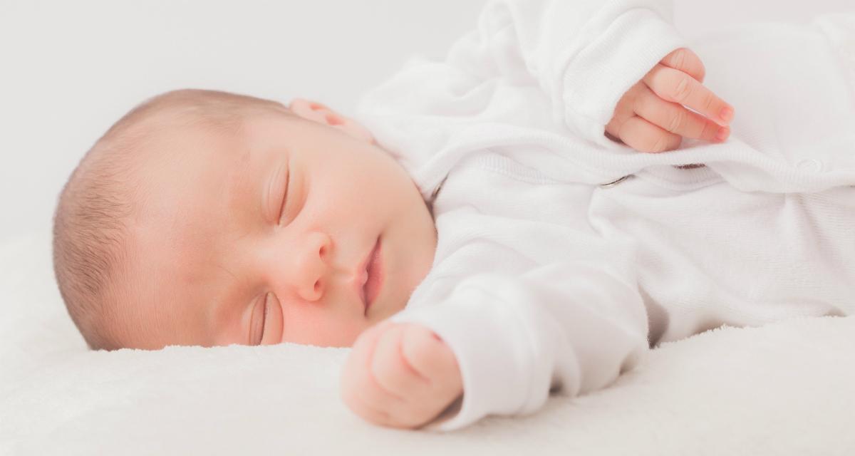 赤ちゃんの寝返りはいつごろ、何ヶ月から?しない場合は練習してみるのもいいかも。