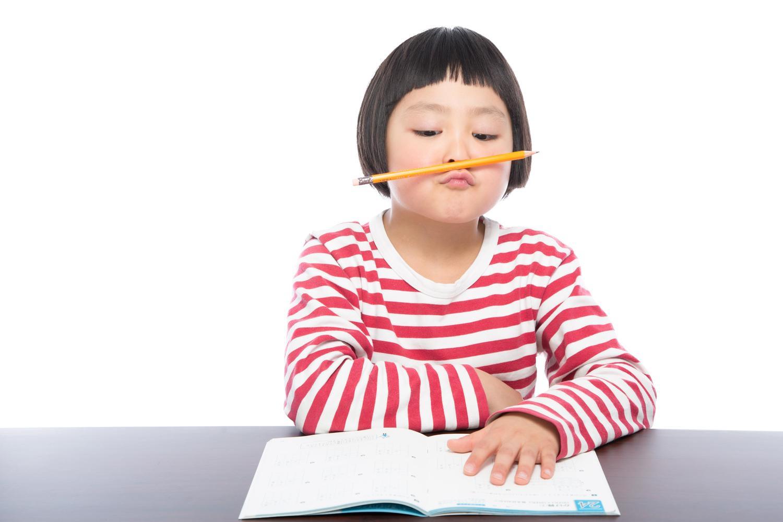 子供の箸の持ち方、練習はいつからどのようにするのか?実は矯正、輪ゴムは必要ない!